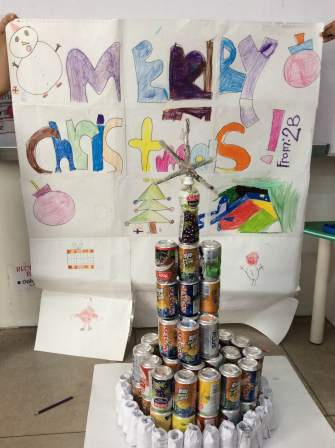 We made a christmas tree!!!  We used cans, recycled papers, plastic containers, newspapers.